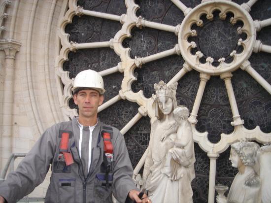 Systeme Electrique Anti-Pigeons Paris Notre Dame